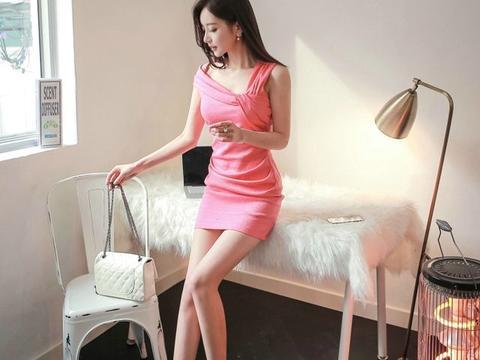 女主的小粉裙,令人喜爱!