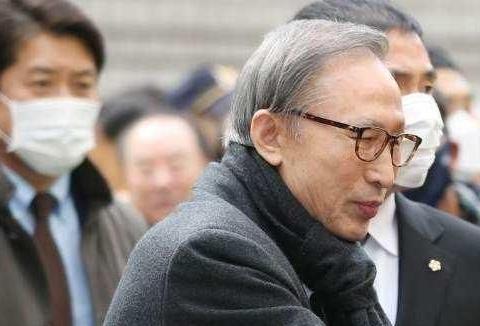 反对党磨刀霍霍,政治对手李明博又被保释