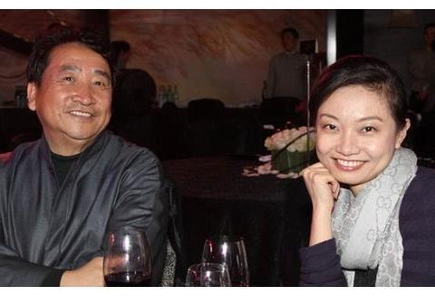 66岁姜昆带37岁女儿出席活动,与嘉宾频频举杯,一会喝醉了