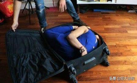 美国女子将男友锁行李箱致其死亡,称玩捉迷藏来着