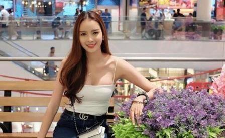 """泰国最美的""""人妖皇后"""",被中国富商娶走后,5年后现状如何?"""