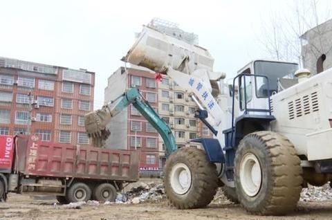 县城管局:阻断污染源,消除卫生死角