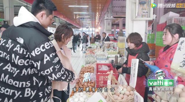 张嘉倪爱吃虫子,亲自为老公做3道家常大菜,买超:怎么能吃蝗虫