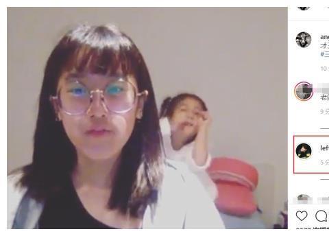 贾静雯大女儿梧桐妹流利说英语做功课,咘咘背后搞怪秀舞技