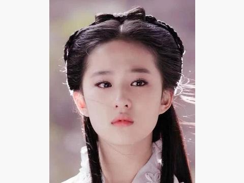 当baby挑战小龙女造型,与陈妍希撞发型,网友:看来跟脸没有关系