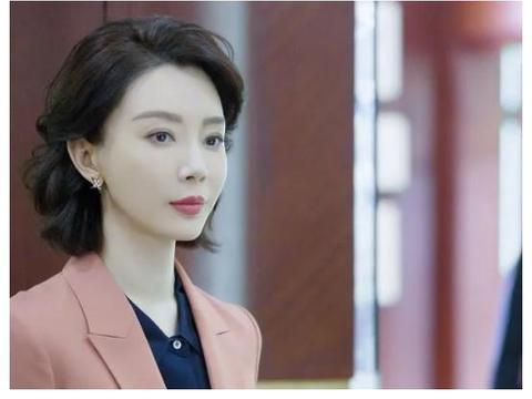 """她被董卿盛赞,把年龄活成了气质,被网友称为""""中国好后妈"""""""