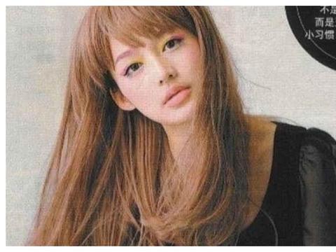 李沁日系爱豆造型旧照曝光 金黄长发搭彩色眼妆气质大不同