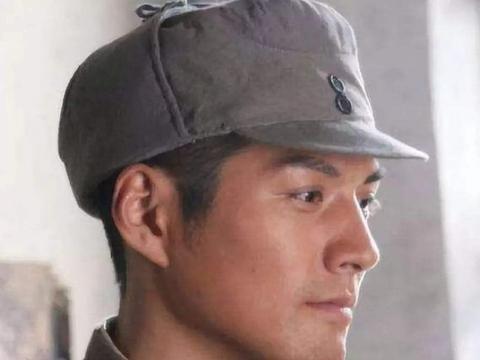 军帽上有2颗扣子,竟有这么大的用途,日本人绝对想象不到