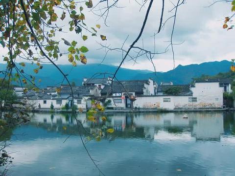 安徽黄山被称为画里的村庄,140多幢明清古宅依山傍水