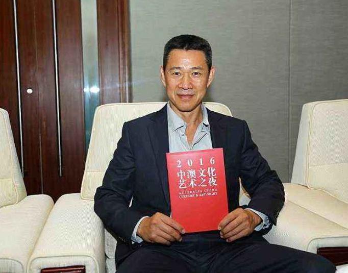 63岁张丰毅娶小13岁娇妻却从未公开,两人同框如同两个时代