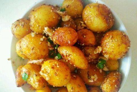 美食推荐:香椿豆腐,孜然小土豆,蜂蜜黄油炸鸡,川椒小花螺
