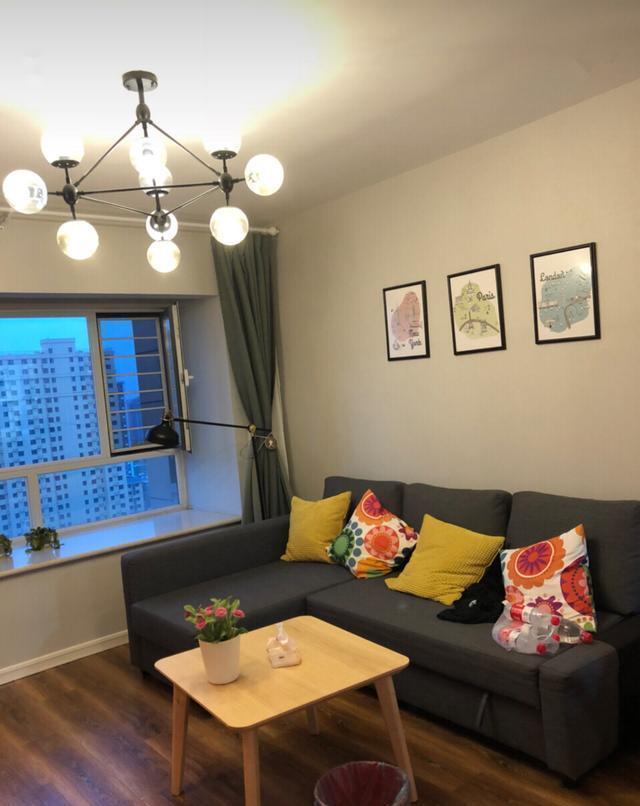 大学时父母帮忙买的房子,80㎡两室一厅小户型,如今单价翻了三番