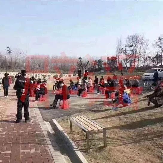 南宁市民到公园闲逛,被要求背防疫手册?真相是…