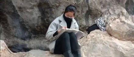 15岁女孩爬悬崖蹭网上课:疫情过后,学生将出现两极分化......