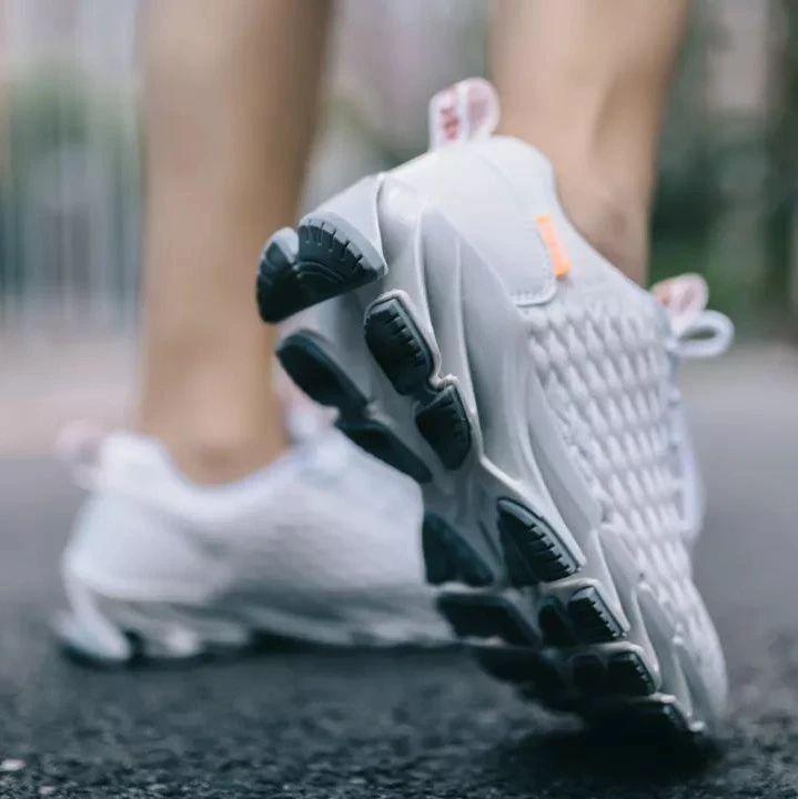 千元级减震技术和脚感的运动鞋,才不过百元身价!