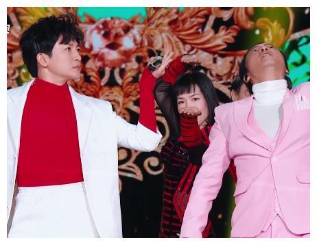陈志朋苏有朋三十年在同台,回应另类着装,称不能说NO