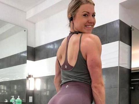 4个动作,练臀不粗腿,帮你打造性感翘臀,练出长腿