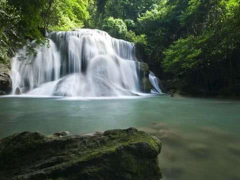 世界排名第一的尼亚加拉大瀑布