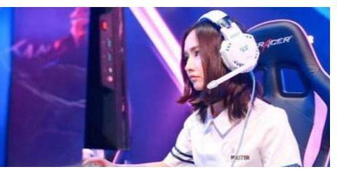 LOL:游戏女主播Miss登上知名杂志,却被网友嘲讽过气炒作