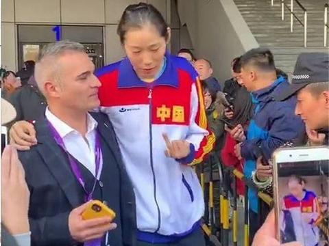 朱婷MVP、龚翔宇获得联赛最佳接应,球迷质疑为何不是利普曼?