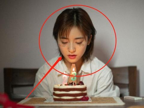 沈月晒照过23岁生日,谁注意到她的妆容?颜值不高真不敢尝试