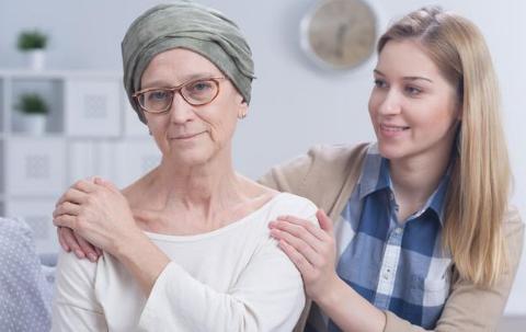 肩膀疼却查出晚期肝癌?其实这2个异常,都可能是肝癌信号