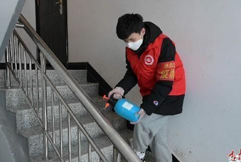 母子同心齐力断金——访十八坊社区网格员王艳红与儿子在抗疫一