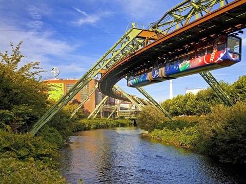 不可思议的德国倒挂式悬浮列车,你有勇气坐上去吗