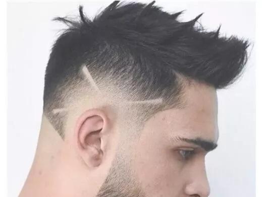 2018发型潮流趋势两边头发剃光发型雕刻,今年超火的型男发型款式图片