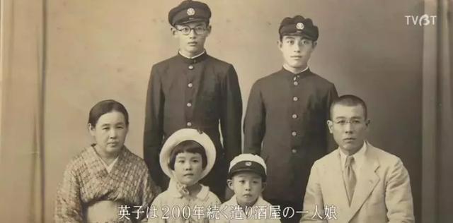 豆瓣 9.2,90 岁日本两口儿子相守一齐生,第壹个在纪录片中死去的主角