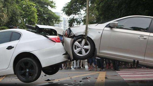 注意:遇到这4类司机开车,一定要避开!不然最后吃亏的会是你