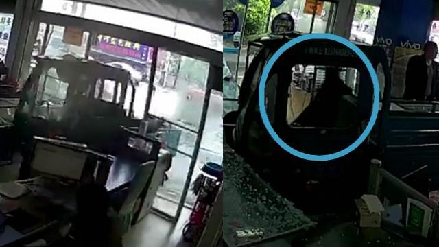 三轮车无人驾驶撞进手机店 肇事司机竟是只狗