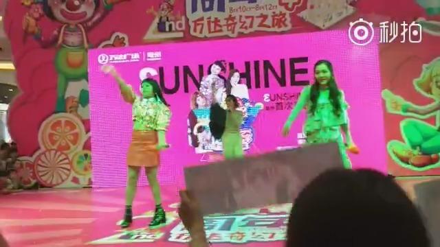 厉害了,Word姐姐,3unshine组合回家乡亳州参加了第一场商演