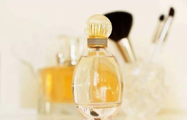 趣味心理测试:你认为哪一瓶香水最好闻?测你是哪种色系的女人?