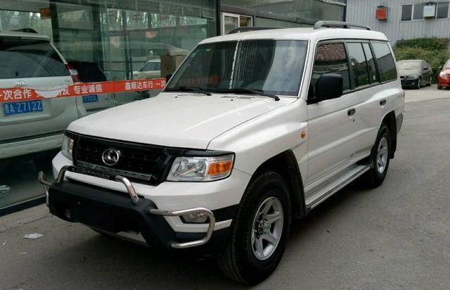 越来越多人买车选这部SUV,配外挂式备胎和2.0T发动机
