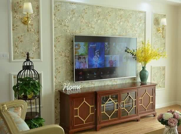 电视墙的边框是用石膏线做的