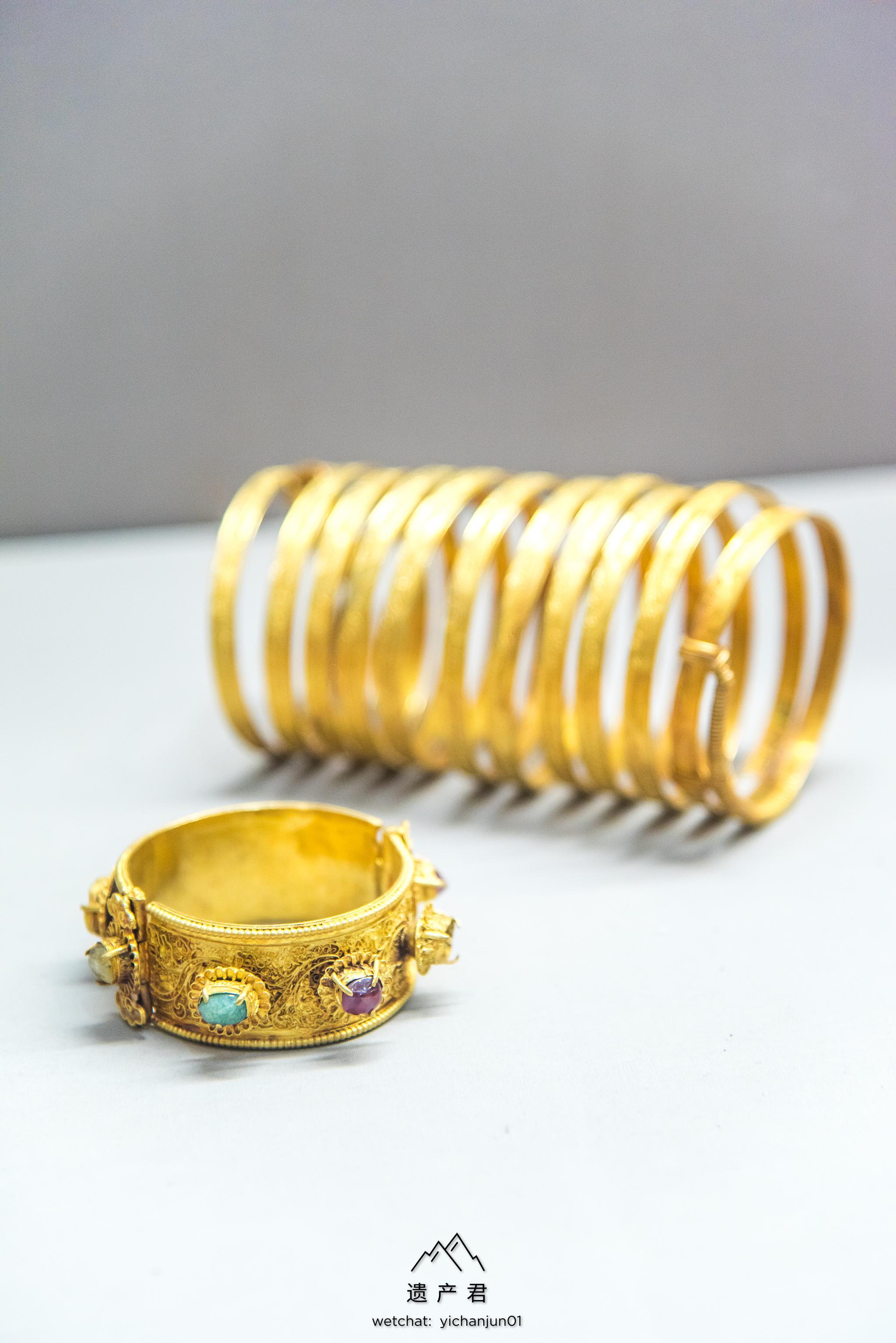 月野�_湖北省博物馆藏· 明代金镶宝石镯和金圆形金钑花钏