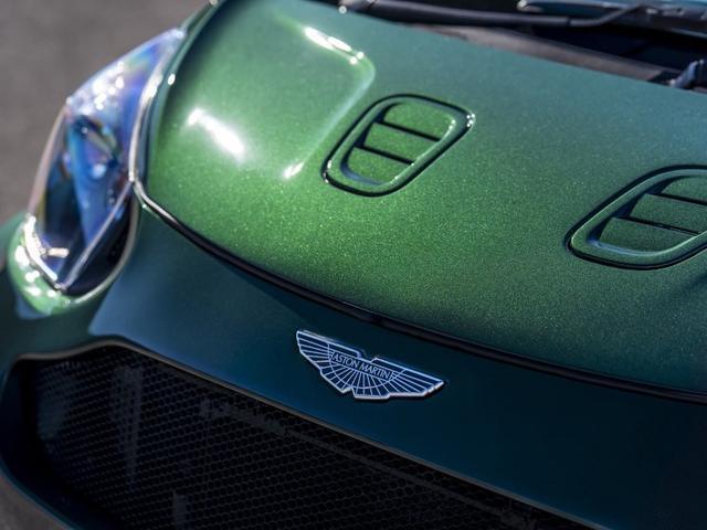 这车比辉腾还低调!比奥拓还小,配备V8发动机,车标值100万