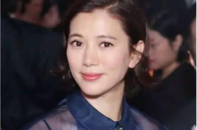 47岁袁咏仪留起长发重回颜值巅峰,当初为什么叫靓靓一图片