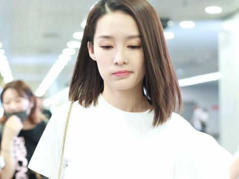 《楚乔传》公主李沁现身北京机场,是不是比拍古装戏更加可爱!