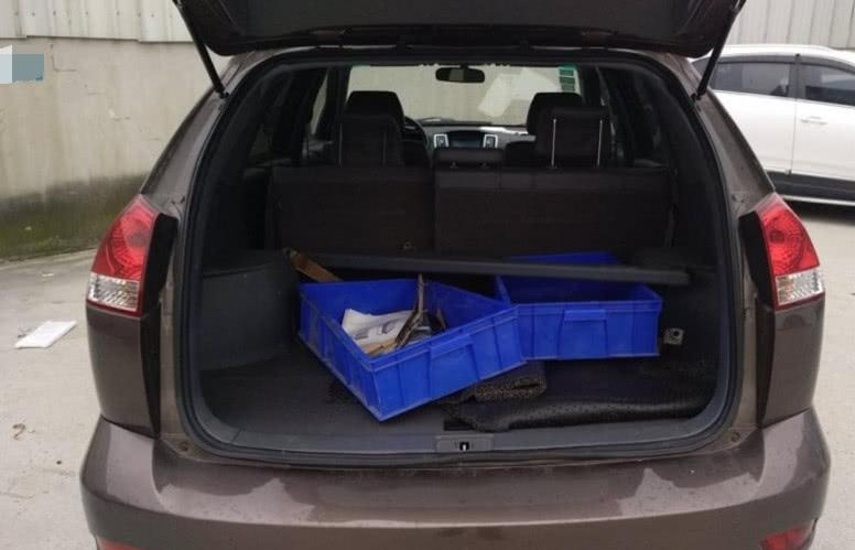 男子花3万买辆二手SUV,当打开后备箱时,不相信自己的眼睛!