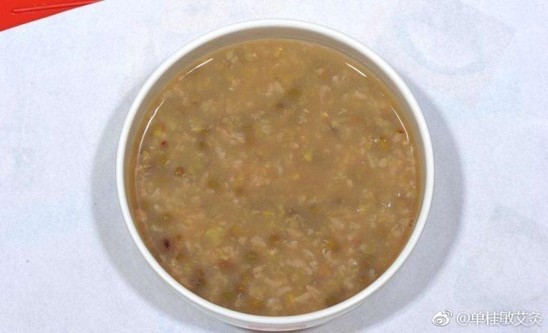小米绿豆粥不错,应该是夏天的清凉饮食