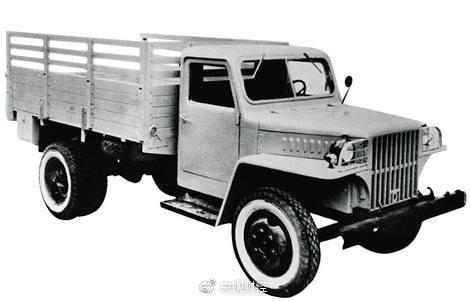 1956年7月13日,第一辆解放牌v标志标志驶下生产线,汽车着新中国底盘安装思铂睿卡车护板图片