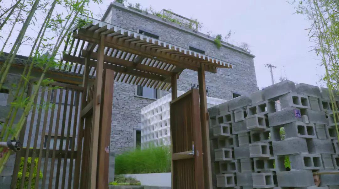 设计师为畲族姑娘在山里盖了一座城堡
