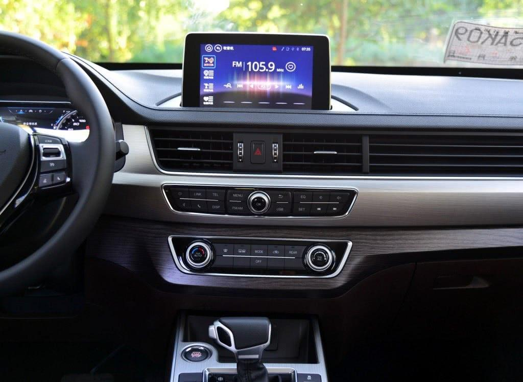 买啥博越!这车配CVT比H6大又好开,配天窗8寸屏,仅8万起!