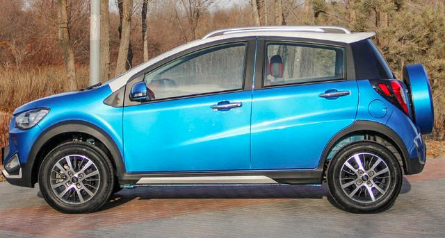 堪称最便宜的SUV!只要3万多,还配外挂式备胎,00后都买得起