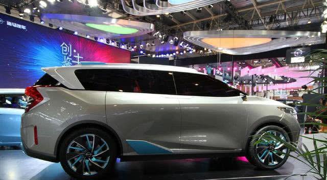海马推七座多功能家轿,副驾可旋转二排可移动,为何不定成MPV