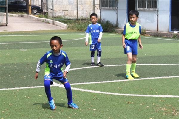 昆明少儿足球训练日志:最大限度地发展孩子的