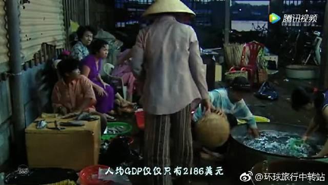 越南真的穷吗?为何遍地是豪车,10万能买兰博基尼?