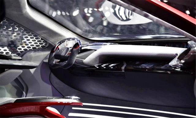 外观堪比超跑,鸥翼门+中控双屏,很难想象这是奇瑞造出的车!